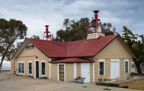 East Brother Light, Foghorn Building